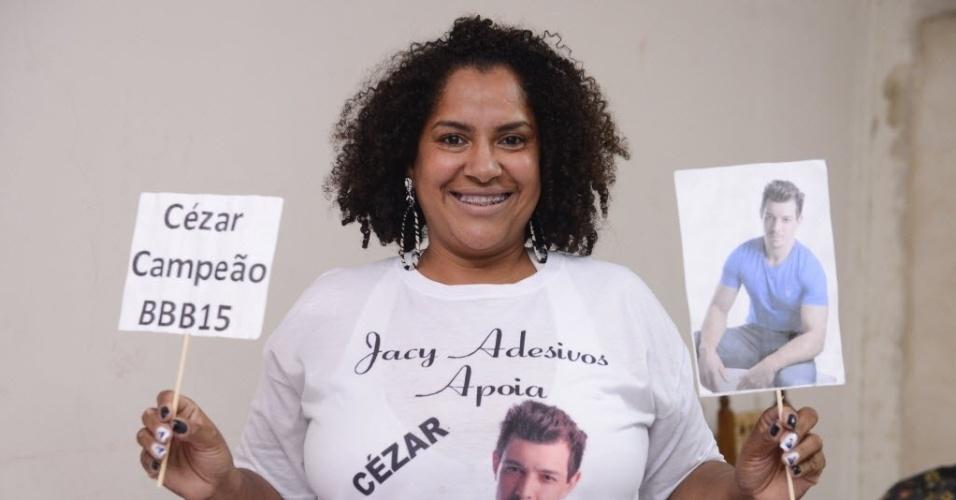 7.abr.2015 - Jaciara Rodrigues Santos, de Guarapuava, criou adesivos de unha com o rosto de Cézar