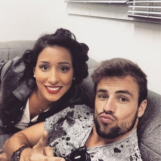 """7.abr.2015 - Rafael posta foto ao lado de Talita a poucas horas da final do """"BBB15"""""""