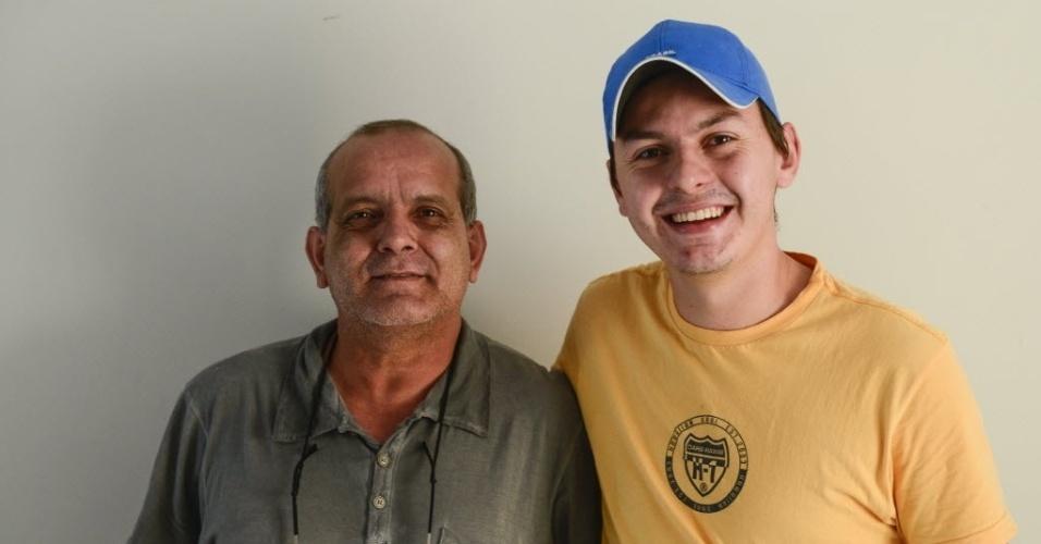 7.abr.2015 - Walter Feo e Helvis Strassa são amigos de Cézar e comandam votação para dar prêmio ao paranaense