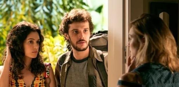 """Em """"Sete Vidas"""", Júlia (Isabelle Drummond) fica sem-graça ao dar de cara com Pedro (Jayme Matarazzo) acompanhado por Taís (Maria Flor)"""
