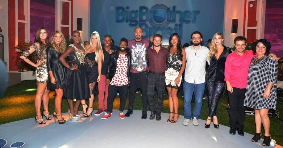 "7.abr.2015 - Brothers posam para os fotógrafos na final do ""BBB15"""