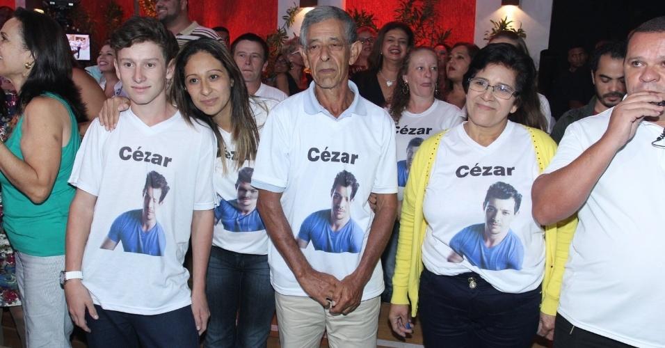 7.abr.2015 - Família de Cézar aguarda anciosamente pelo anúncio do vencedor