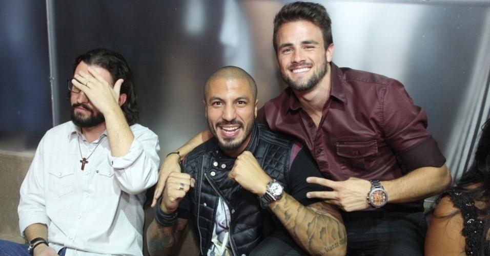 7.abr.2015 - Fernando e Rafael tiram foto juntos