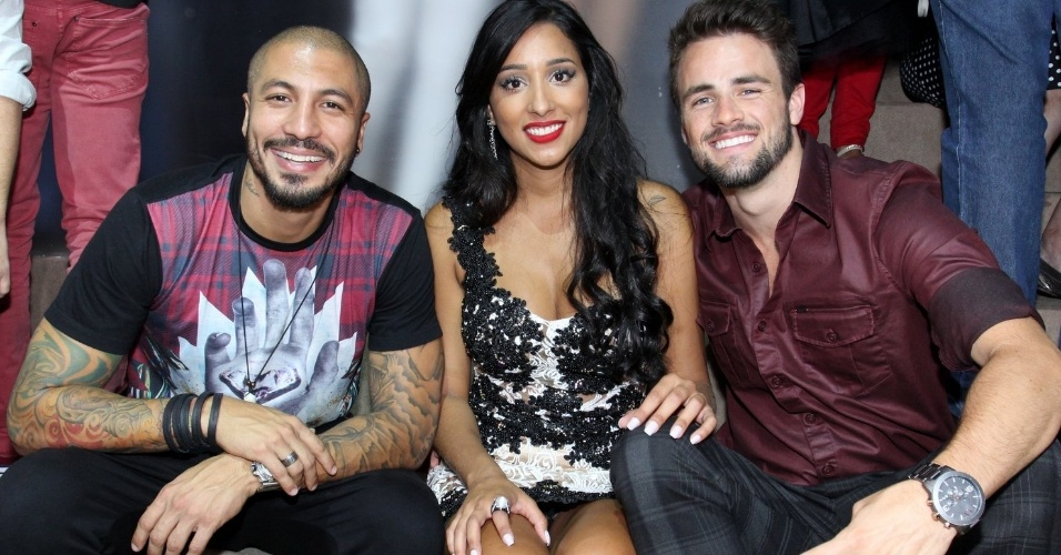 7.abr.2015 -  Fernando, Talita e Rafael posam juntos para a foto