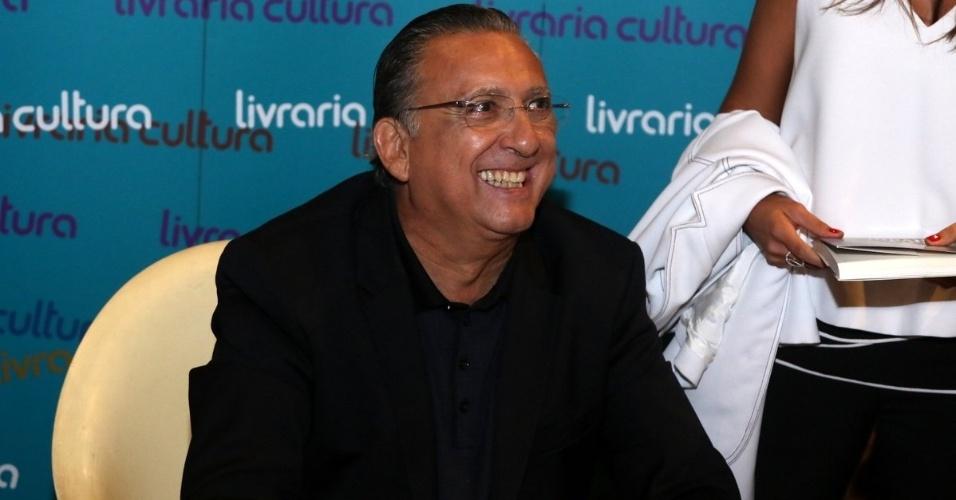 7.abr.2015 - Galvão Bueno recebe os amigos famosos no lançamento de seu livro autobiográfico,