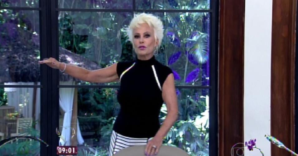 """8.abr.2015 - A apresentadora Ana Maria Braga começa o """"Mais Você"""" desta quarta-feira anunciando a presença de todos os participantes do """"BBB15"""""""