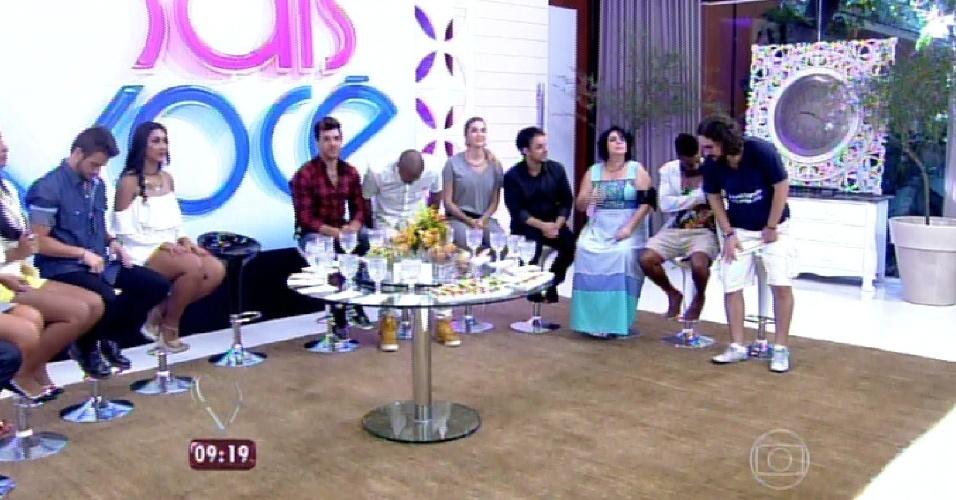 """8.abr.2015 - A apresentadora Ana Maria Braga, do """"Mais Você"""", recebe no programa desta quarta-feira todos os participantes do """"BBB15"""""""