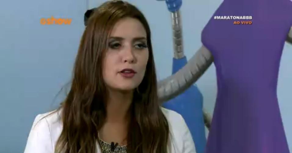 8.abr.2015 - Adrilles e Tamires participam do bate-papo BBB ao vivo e falam sobre a paixão do poeta pela sister