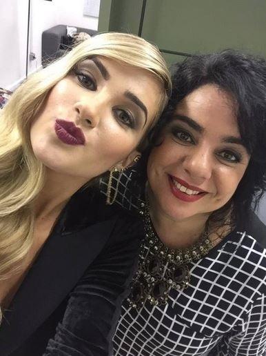 8.abr.2015 - Após tarde de entrevistas, Mariza posta foto ao lado de Aline e faz declaração para ex-sister