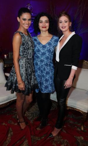 """8.abr.2015 - Arianne Botelho, Letícia Sabatella e Marina Ruy Barbosa posam juntas no lançamento da série """"Amorteamo"""""""