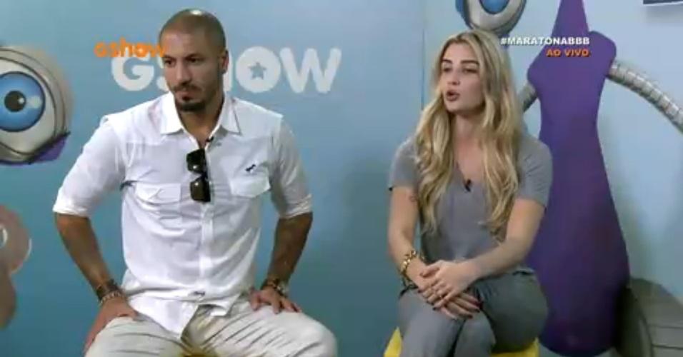 8.abr.2015 - Fernando e Aline participam do bate-papo BBB ao vivo, nesta quarta-feira. Eles conversam sobre o romance que tiveram dentro do reality show