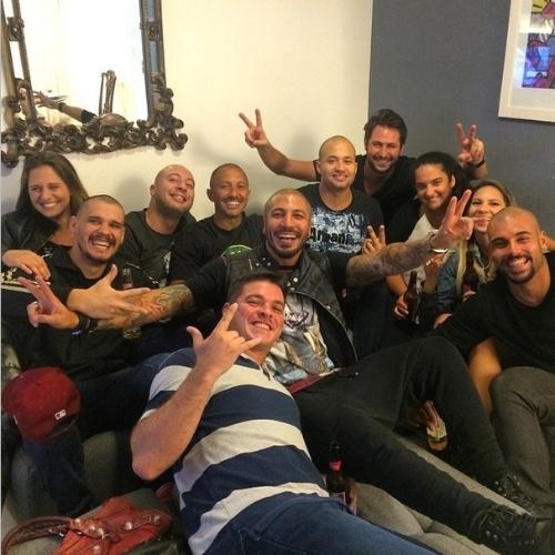 """8.abr.2015 - Fernando não vai a Festa da Final do """"BBB15"""" e prefere se reunir com amigos no Rio de Janeiro"""