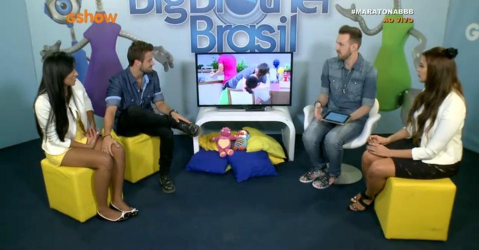 8.abr.2015 - Rafael, Talita e Tamires participam do Bate-papo BBB ao vivo e falam sobre beijo polêmico