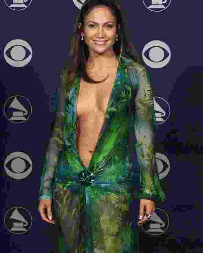 O decote de Jennifer Lopez foi responsável pela criação do Google Images - Reprodução