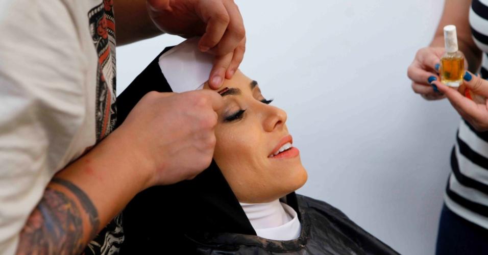 """10.abr.2015 - Patrícia Abravanel começa os preparativos para encarar a freira de Whoopi Goldberg em """"Mudança de Hábito"""""""