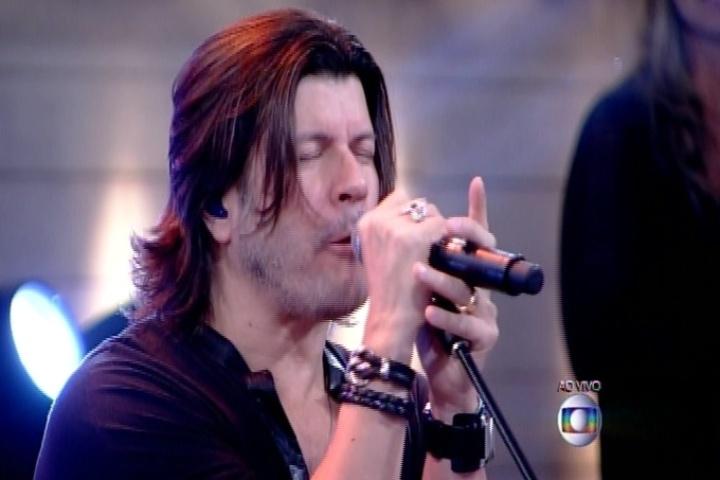 """Paulo Ricardo abre o """"Encontro com Fátima Bernardes"""" cantando a música-tema do """"BBB"""", """"Vida Real"""""""