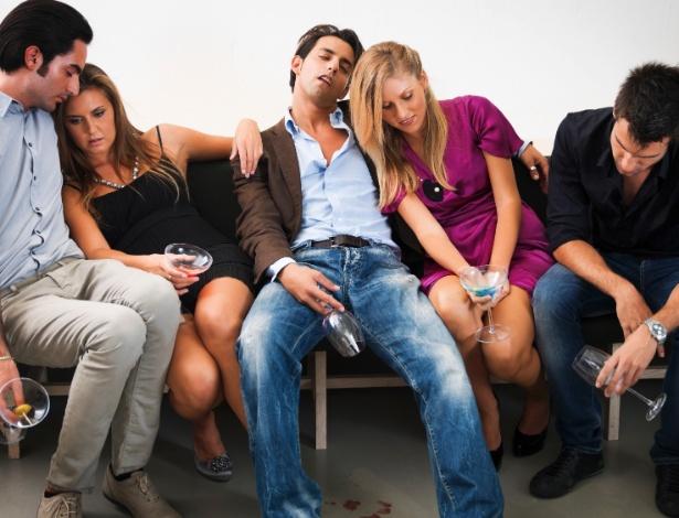 Beber demais em qualquer evento social é muito deselegante, dizem as especialistas - Getty Images