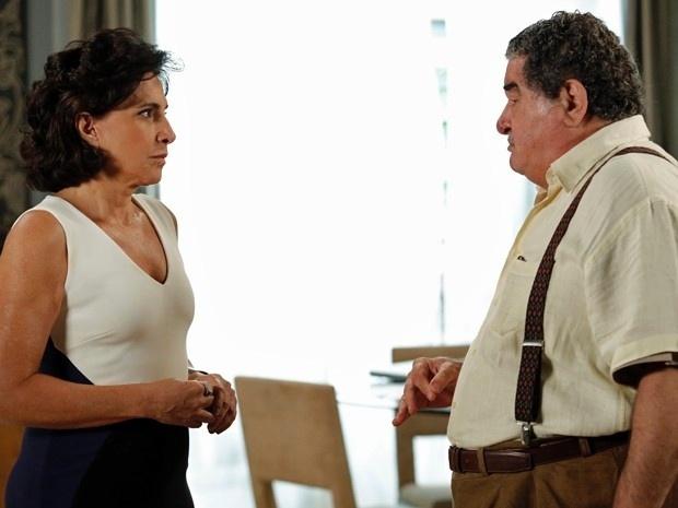 Vicente se revolta com Adriana e diz: