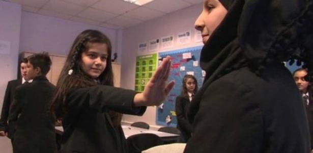 Crianças recebem aulas sobre consentimento sexual em escola no oeste de Londres - BBC