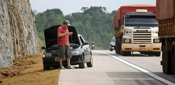 Motorista parado no trecho sul do Rodoanel, em São Paulo: falta de cuidado e planejamento pode levar passeio a terminar... no acostamento da estrada - Moacyr Lopes Junior/Folha Imagem