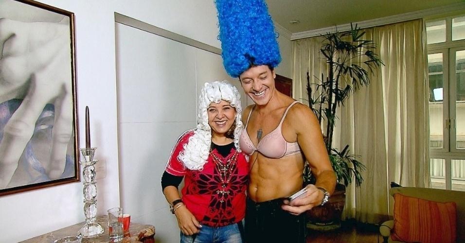 """Abril - No quadro """"Deu a Louca no Faro"""", Rodrigo Faro vai à casa de Roberta Miranda para fazer uma visita nada convencional.Abril - No quadro """"Deu a Louca no Faro"""", Rodrigo Faro vai à casa de Roberta Miranda para fazer uma visita nada convencional."""