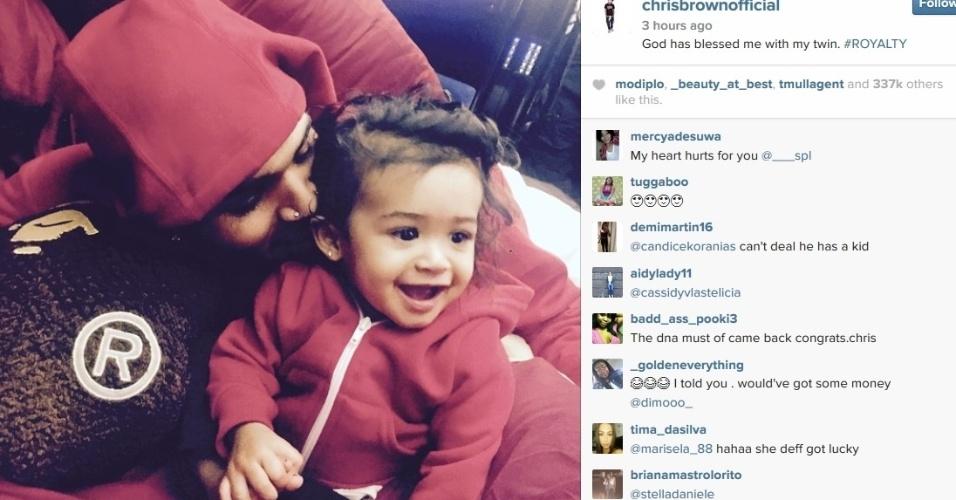 16.abr.2015 - Chris Brown assume paternidade de filha de nove meses