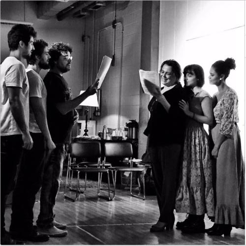 16.abr.2015 - Rafael Cardoso posta foto ao lado elenco da nova novela das 18h da Globo