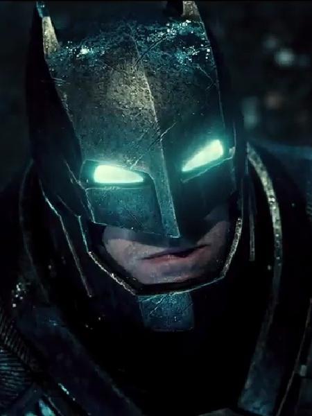 """Ben Affleck como Batman, em cena do filme """"Batman vs Superman: A Origem da Justiça"""" - Reprodução"""