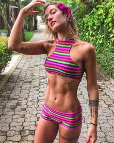 19.abr.2015- Com figurino minúsculo, blogueira fitness Gabriela Pugliesi arranca suspiros do Instagram ao exibir corpo em plena forma