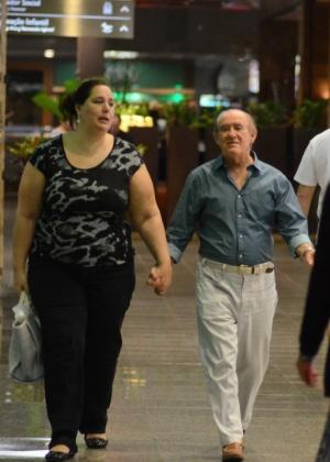 Lilian, que sempre acompanha Renato Aragão nos eventos, disse que o marido já escreve para a atração   - AgNews