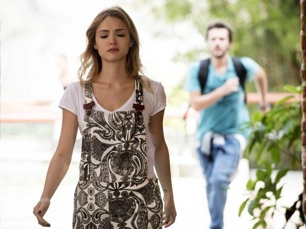 Júlia diz que não quer ser responsável pelo término de Pedro e Taís
