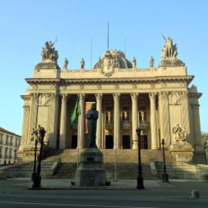 O Palácio Tiradentes, sede da Alerj, foi esvaziado após princípio de incêndio