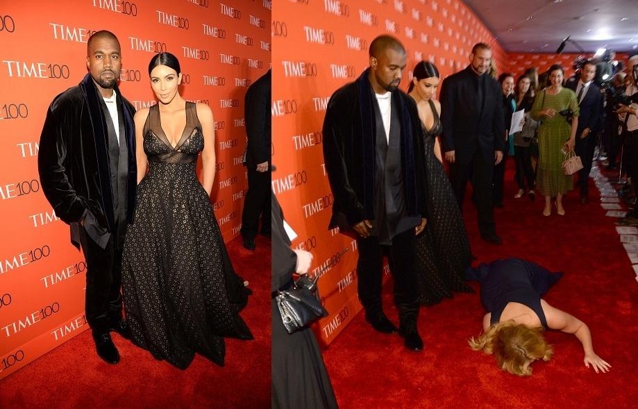 """21.abr.2015-  A comediante Amy Schumer se deita no tapete vermelho para Kanye West e Kim Kardashian atravessarem na festa da revista """"Time"""", que apresentou os 100 nomes mais influentes do mundo no Lincoln Center, em Nova York"""