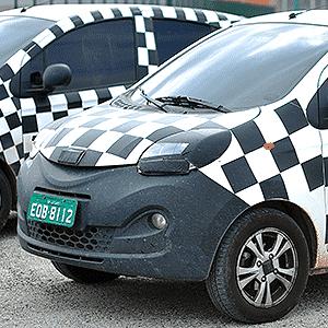 Duas unidades camufladas do novo QQ aguardam estreia na fábrica da Chery, em Jacareí (SP) - Lucas Lacaz Ruiz/A13