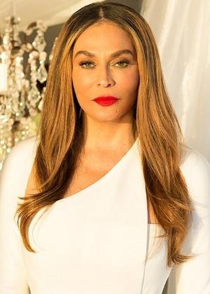 Solange Knowles, irmã da cantora Beyoncé, publica foto da mãe no dia do casamento dela