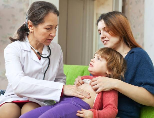 Uma rotina sem tempo livre pode favorecer o aparecimento da gastrite em crianças - Getty Images