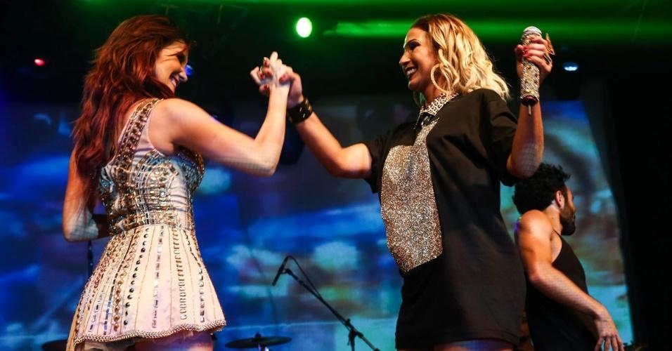 22.abr.2015 - A ex-RBD Dulce Maria se apresentou com a sua turnê ?Sin Fronteras Reloaded Tour