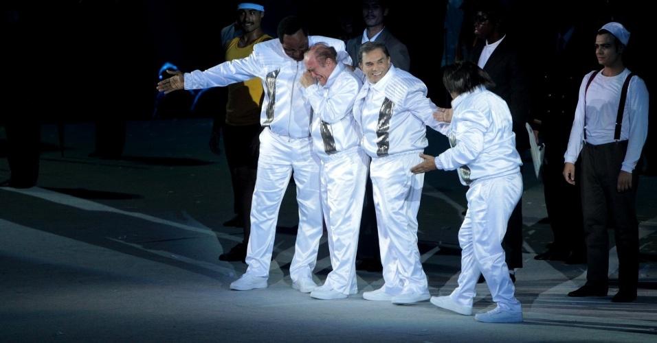 23.abr.2015 - Renato Aragão caiu no choro durante uma apresentação no show em comemoração aos 50 anos da TV Globo, na noite desta quinta-feira. O ator estava no palco com Dedé e se emocionou com os sósias de Mussum e Zacarias
