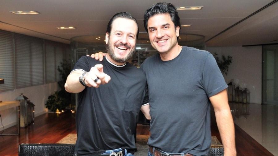 Celso Zucatelli e Edu Guedes quando assinaram com a RedeTV!, cerca de três anos atrás - Wayne Camargo/RedeTV!