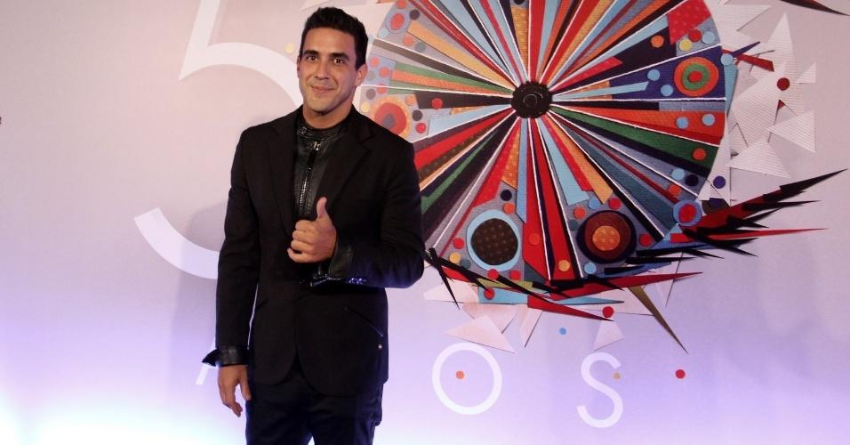 23.abr.2015 - Elegante, André Marques na festa de comemoração aos 50 anos da TV Globo, no Maracanãzinho
