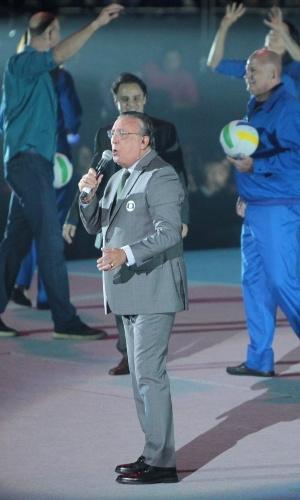 23.abr.2015 - Galvão narra, ao vivo, momentos importantes do esporte, como a medalha de ouro da seleção de vôlei nas Olimpíadas de Barcelona e o tetra em 1994