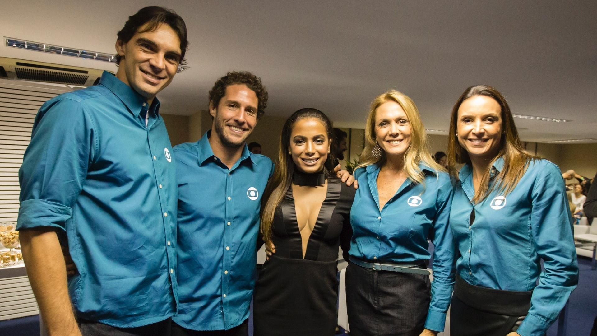 Giba, Flávio Canto, Anitta, Hortência e Maurren Maggi se encontram nos bastidores de gravação do Show Globo 50 anos
