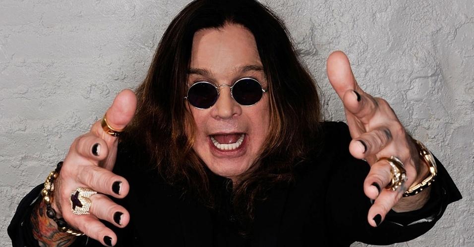 Um dos fundadores do Black Sabbath em 1969, Ozzy Osbourne se apresenta no festival Monsters Tour, com ingressos a partir de R$ 440 no valor inteiro.