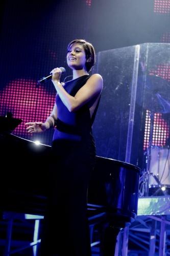 24.abr.2015 - Sophie Charlotte faz participação em show no Rio