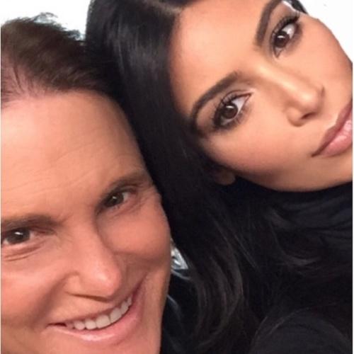 25.abr.2015 - Após Bruce Jenner dar entrevista sobre sua mudança de sexo, Kim Kardashian se declara para seu ex-padrasto