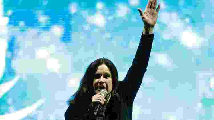 """25.abr.2015 - O cantor Ozzy Osbourne foi o último a se apresentar no primeiro dia do Monsters of Rock, em São Paulo. Ele abriu o show com a música """"Bark at the Moon"""" - Junior Lago/UOL - Junior Lago/UOL"""