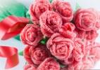 Buquê da noiva pode ser feito com pérolas, pedras preciosas e até doces - Getty Images
