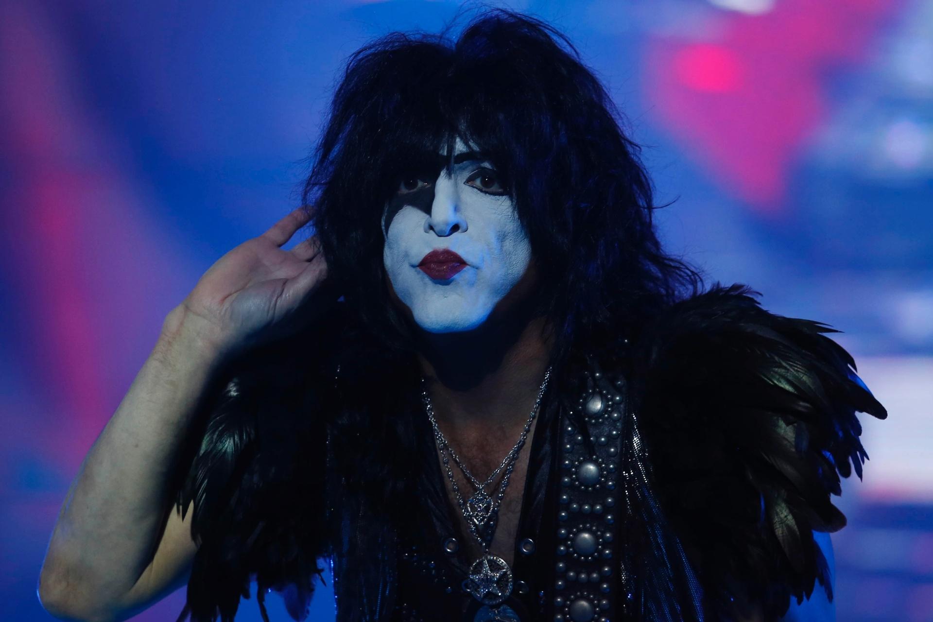 KISS fecha o Monsters of Rock com apagão na voz de Paul Stanley e atraso -  27 04 2015 - UOL Entretenimento c936b79fc6da0