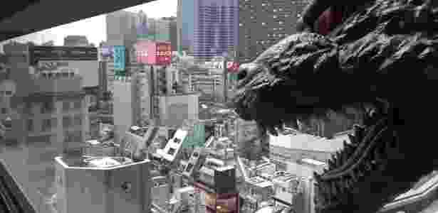 O Godzilla faz parte da vista de um dos quartos do hotel Gracery, em Tóquio - Divulgação/JijiCom