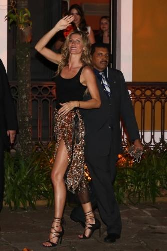 28.abr.2015- Gisele Bündchen deixa festa para celebrar seus 20 anos de carreira